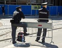 Politie in Praag, Tsjechische Republiek Stock Foto's