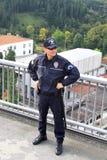 Politieagent op de brug Stock Afbeelding