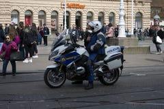 Politieagent op motorfiets royalty-vrije stock fotografie