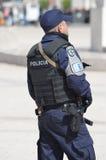 Politieagent op plicht bij Praca-Dos Comercio Lissabon Portugal Royalty-vrije Stock Afbeeldingen