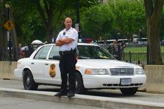 Politieagent op plicht in Washington DC, de V.S. Stock Foto