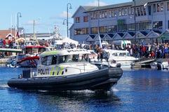 Politieboot op patrouille op het water Royalty-vrije Stock Foto