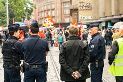 Politiek maart tijdens een Franse Nationale dag tegen Macrow-La Stock Afbeelding