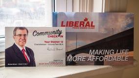 Politiek platform en communautaire controle binnen van Richard Brown, PEI Liberal Party voor de provinciale verkiezing stock afbeelding
