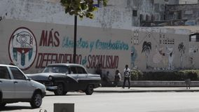 Politieke propaganda in Havana, Cuba stock videobeelden