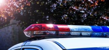 Politielichten op auto tijdens verkeerstoezicht op de stad roa royalty-vrije stock foto's
