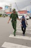 Politieman aan het zijn werk Royalty-vrije Stock Afbeeldingen