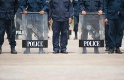Politieman in beschermend Stock Foto