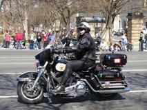 Politieman op een Motorfiets stock afbeeldingen