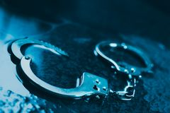 Politiemanchetten op de vloer royalty-vrije stock fotografie