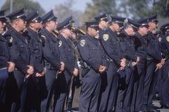 Politiemannen bij begrafenisceremonie Royalty-vrije Stock Fotografie