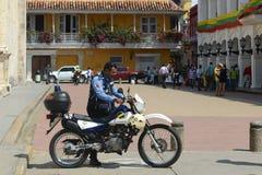 Politiemannen op de straat van Cartagena Stock Fotografie