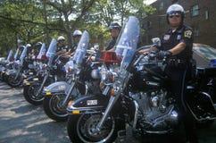 Politiemannen op motorfietsen tijdens een bezoek door presidentiële kandidaat Bill Clinton en ondeugd presidentiële kandidaat Al  Royalty-vrije Stock Fotografie