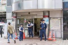 Politiemannen Shibuya Eki -eki-mae Koban Tokyo Royalty-vrije Stock Foto's
