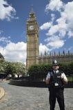 Politiemens voor Big Ben Stock Foto's