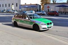 Politiewagen op de straat Stock Foto