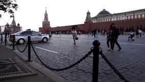 Politiewagen op het Rode Vierkant in Moskou stock footage