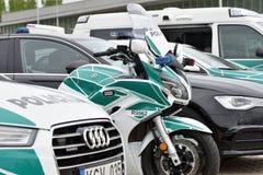 Politiewagens en motorfiets royalty-vrije stock afbeeldingen