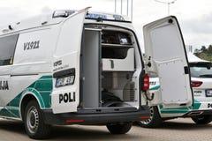 Politiewagens in Vilnius stock foto