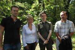 Politik Alexey Navalny, Evgenia Chirikova, Vladislav Naganov, Suren Gazaryan på mötet av aktivister i den Khimki skogen Royaltyfri Foto