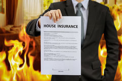Politik för försäkring för affärsmanshowhem med brand royaltyfria foton
