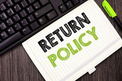 Politik för retur för textteckenvisning Begreppsmässiga uttryck och villkor för detaljhandel för fotoskattersättning på köp royaltyfri bild