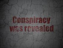 Politikbegrepp: Komplott avslöjdes på grungeväggbakgrund stock illustrationer