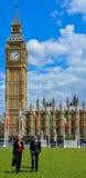 Politiker außerhalb Westminsters London Lizenzfreies Stockfoto