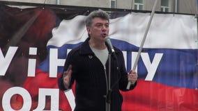 Politiker Boris Nemtsov på fredmars i Moskva arkivfilmer