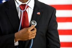 Politiker: Halten eines Stethoskop-medizinischen Konzeptes lizenzfreie stockbilder