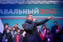 Politikern Alexei Navalny talar på en opposition samlar arkivbild