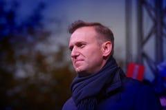 Politikern Alexei Navalny talar på en opposition samlar royaltyfri foto