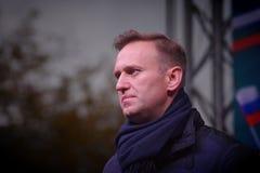 Politikern Alexei Navalny talar på en opposition samlar arkivbilder