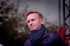 Politikern Alexei Navalny talar på en opposition samlar royaltyfria bilder