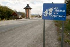 Politisch unterzeichnen Sie herein Ushuaia: Falkland Islands Belong nach Argentinien stockbilder