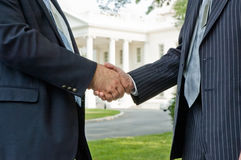 politisk handskakning Royaltyfri Bild