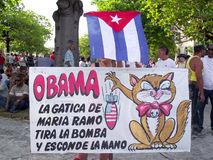 Politisk kubansk affisch mot Obama i marschen för Maj dag royaltyfri foto