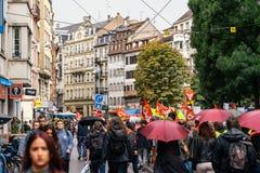 Politisk marsch för stor gata för folkmassa fransk under en fransk nation Royaltyfri Foto