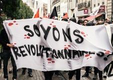 Politisk marsch under en fransk rikstäckande dag mot Macrow la Arkivbilder