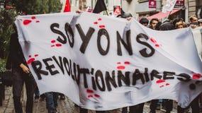 Politisk marsch under en fransk rikstäckande dag mot Macrow la Royaltyfria Bilder