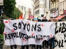Politisk marsch under en fransk rikstäckande dag mot Macrow la Arkivbild
