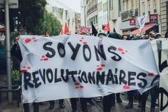 Politisk marsch under en fransk rikstäckande dag mot Macrow la Arkivfoto