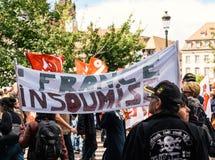 Politisk marsch under en fransk rikstäckande dag mot Macrow la Arkivfoton