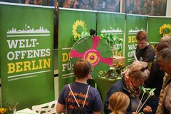 Politiskt parti för gräsplan för BÃ-¼ndnis 90/Die Gruenen i Tyskland royaltyfri fotografi