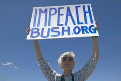Polityczny wiec z szyldowym czytaniem Obala prezydenta Bush w Tucson, AZ Obrazy Royalty Free