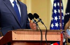Polityk podczas konferenci prasowej zdjęcia royalty free