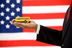 Polityk: Trzymać autobus szkolny edukaci pojęcie Zdjęcia Stock
