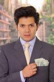 Polityk z krawata kładzenia pieniądze w jego kieszeni zdjęcie stock