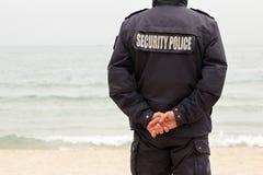Polityka bezpieczeństwa chroni na linii brzegowej obsługuje z spinać rękami Fotografia Stock