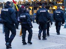 Polizei à Hambourg Rathausmarkt Photo libre de droits